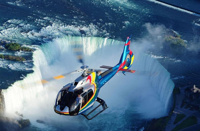 Vliegen over de Watervallen nabij Toronto